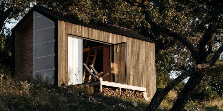 素人ビルダーが見事完成させた。テキサスのスモールハウス「Ryan McLaughlin's cabin」
