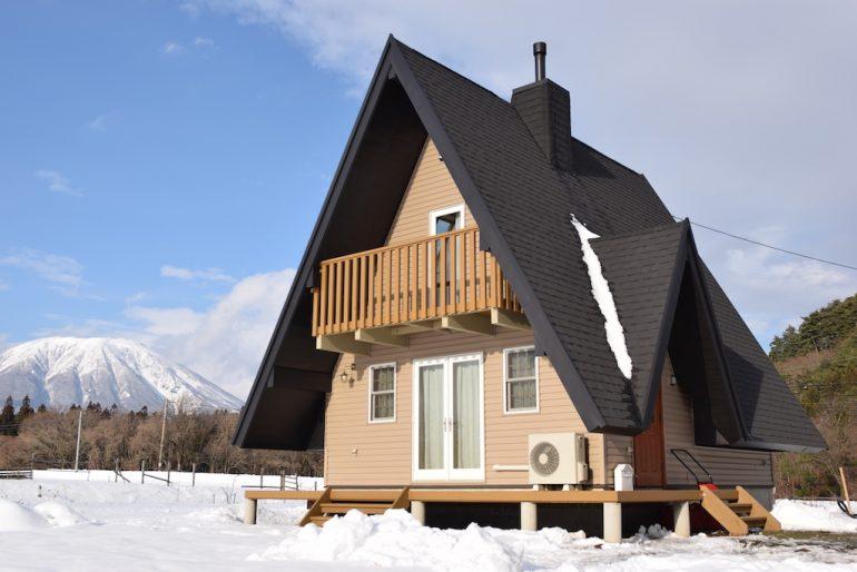 ちょっと広いタイニーハウスがあってもいい、これなら住めると思わせる「LebenHütte」