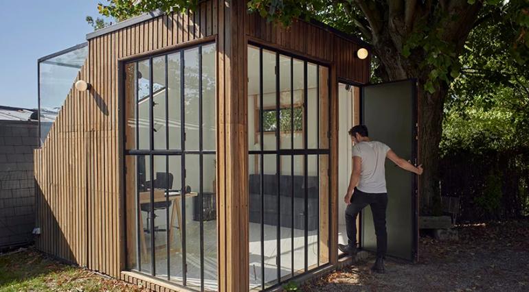 庭の物置小屋を森の作業部屋に変身。フランスの「the forest house」