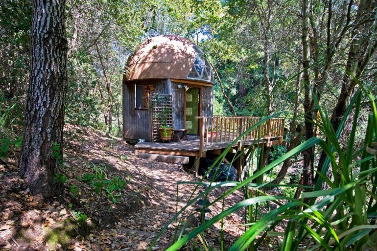 世界一有名なAirbnbスモールハウス「Mushroom Dome Cabin」