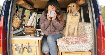 7万円でDIYしたモバイルホーム。女子とワンコの越境バンライフ