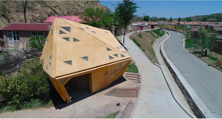 温度にあわせて開閉する幾何学的な家「operable interactive village hut」