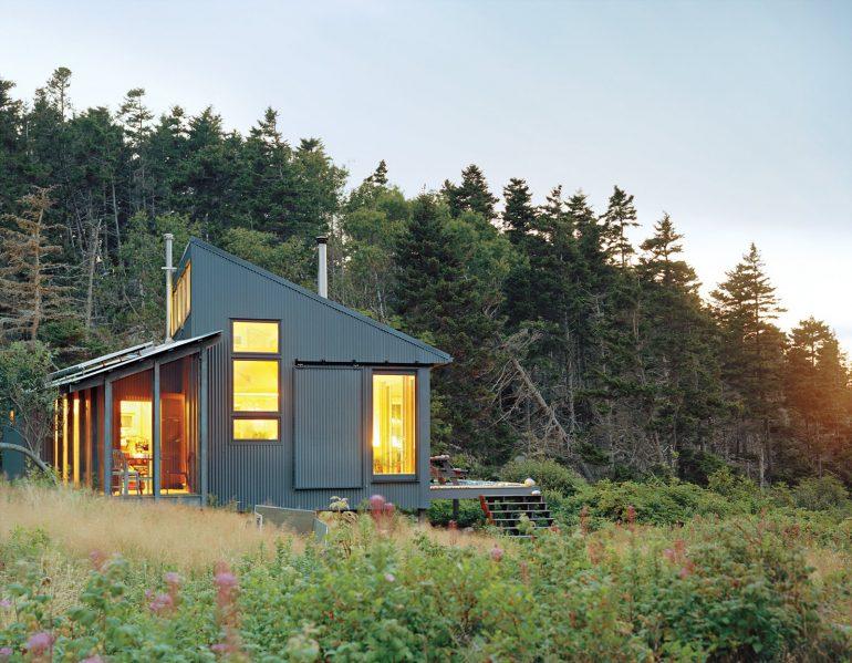 困難の先にある理想的なオフグリッドの暮らし方「The Porter cottage」