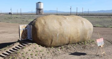 ポテトの中で暮らしてみたらこうなった!?「Big Idaho Potato Hotel」