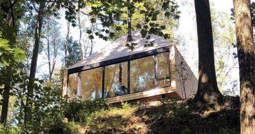 現代人に届けたい。森に囲まれたオフグリッドな家で心穏やかに過ごす術