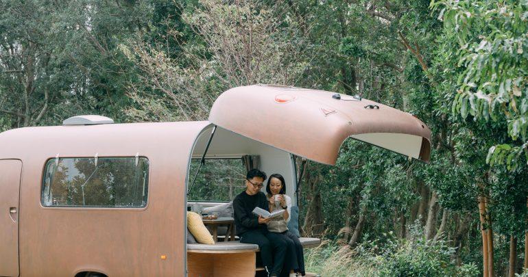 【動画&レポート】移動する暮らしの体感。志摩オートキャンプ場「新タイニーハウス宿泊棟」|志摩市×YADOKARI