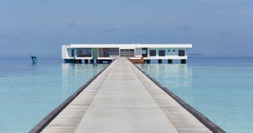 グランブルーな水中リゾート「The Muraka」