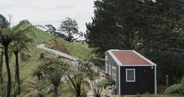 美しいニュージーランドの風景を眺めるタイニーハウス「Cherry Picker tiny house」