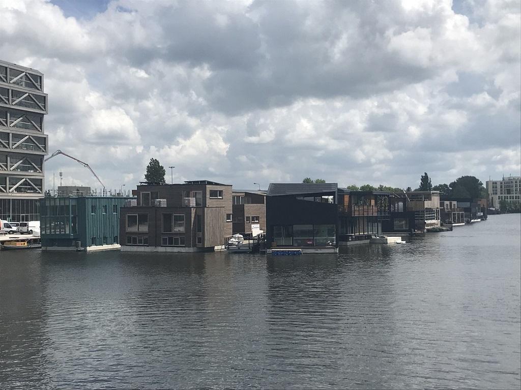 対岸から見るアムステルダムの水上集落「Schoonschip」